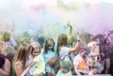 Kolor Fest w Poznaniu 2019: Wielka zabawa w obrzucanie się kolorowymi proszkami nad Maltą [ZDJĘCIA]