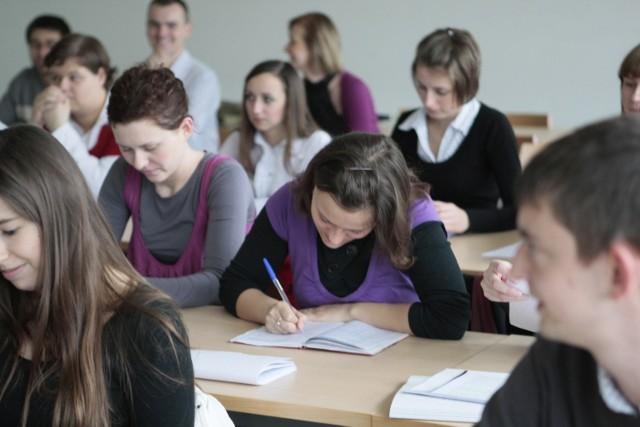 Studenci dostaną 1000 złotych plus? Jakie są propozycje nowego programu?