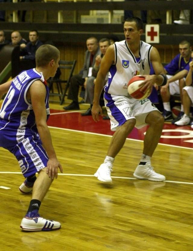 Były koszykarz Stali Stalowa Wola i Siarki Tarnobrzeg Adrian Czerwonka wraca do gry.