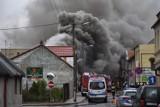 Pożar w miejscowości Lwówek koło Nowego Tomyśla. Pali się dom jednorodzinny [ZDJĘCIA]