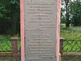 Gmina Trzcianne. Na pomniku w miejscowości Zubole napis na tablicy upamiętnia poległych sowieckich okupantów. Mieszkańcy żądają zmiany