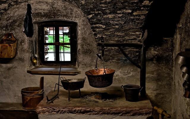 Czym raczyli się nasi XVII-wieczni rodacy? Kiedy narodziły się dzisiejsze kanony polskiej kuchni? Oto 5 niesamowitych ciekawostek, o których nawet największy miłośnik polskiej kuchni z pewnością nie miał pojęcia