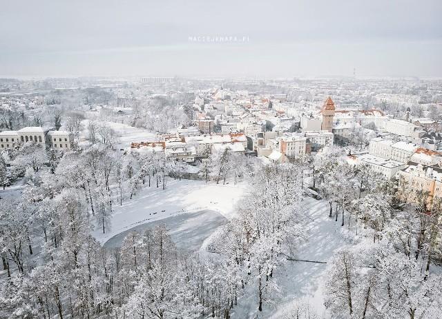 Kluczbork w śnieżnym puchu w obiektywie Macieja Knapy.
