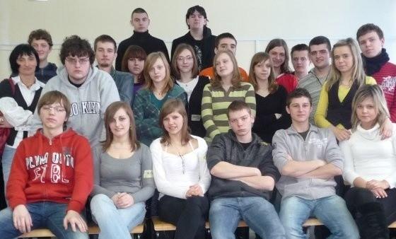 Uczestnicy wczorajszych wprawek dziennikarskich, czyli uczniowie klas: Ia, Ie, If, IId i IIId. Z lewej ich nauczycielka, Joanna Kolenda.
