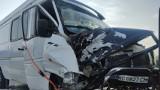 Wypadek na A1 pod Piotrkowem: bus zderzył się z autem osobowym. Kawałek dalej, zapalił się jadący do wypadku radiowóz ZDJĘCIA