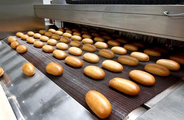 W czasie lockdownu niektórzy piekli chleb w domu, ale gdy wrócili do pracy, mają na to mniej czasu i wolą pieczywo kupować
