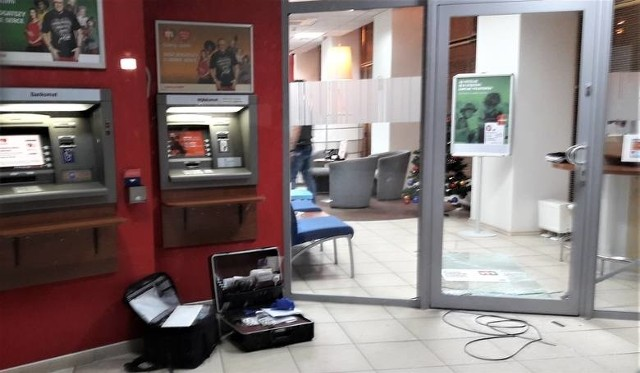 Policja zabezpieczyła ślady w placówce mBanku w Grudziądzu, po włamaniu się do niej 34-letniego mężczyzny