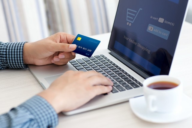 Policja apeluje, aby nikomu nie udostępniać konta bankowego, danych do logowania i kart płatniczych.
