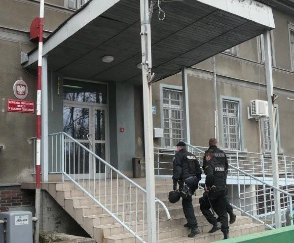 Jak mówią policjanci, z zewnątrz stargardzka komenda jeszcze jakoś wygląda. W środku jest znacznie gorzej.