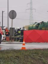 Tragiczny wypadek w Kruszynie. Na DK 10 zderzyły się samochód osobowy i ciężarowy. Jedna osoba nie żyje