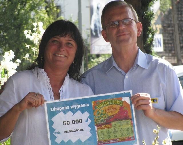 - Wygrane pomagają spełniać marzenia - mówią Ewa Choińska, właścicielka kolektury w Torzymiu i Hieronim Przybył, przedstawiciel rejonu sprzedaży