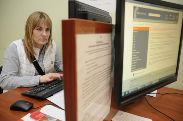 Pierwszy Urząd Skarbowy w Bydgoszczy uruchomił specjalne stanowisko dla podatników, którzy, jak np. Małgorzata Dończyk, wysyłają PIT-y elektronicznie