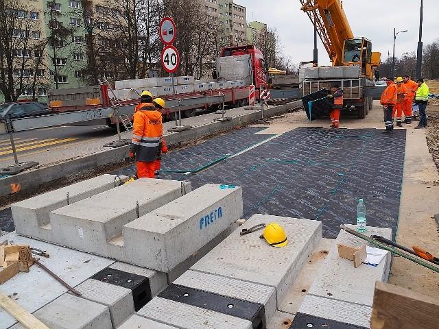 Zarząd Inwestycji Miejskich co kilkanaście dni informuje o postępie prac na al. Śmigłego - Rydza, która remontowana jest od skrzyżowania marszałków do ul. Przybyszewskiego.