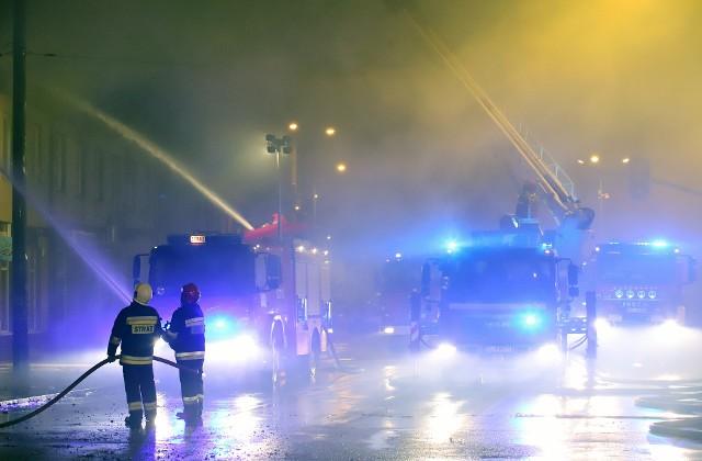 Z pożarem przez cała noc walczyło 80 strażaków...
