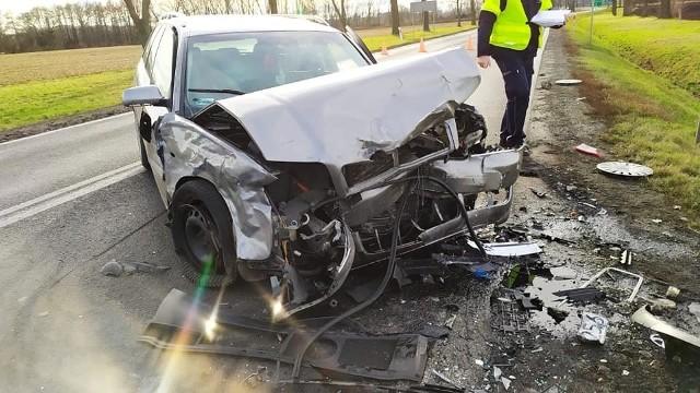 Trzy ofiary śmiertelne i kilkanaście osób rannych, w tym wiele ciężko - to tragiczny bilans weekendu na dolnośląskich drogach. Zobaczcie co się działo w sobotę i niedzielę na naszych drogach.