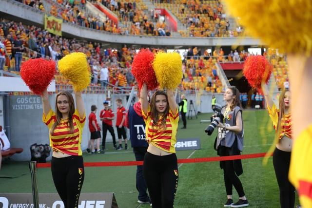 Zapraszamy do naszej galerii zdjęć najpiękniejszych cheerleaderek w Polsce. Wśród nich znalazły się również dziewczyny dopingujące Jagiellonię Białystok. W naszym artykule umieściliśmy fotografie cheerleaderek, które występują nie tylko przed meczami piłkarskimi, ale także przed meczami siatkówki i koszykówki.>> Zawsze aktualne i ciekawe informacje z woj. podlaskiego i części warmińsko-mazurskiego, zdjęcia, wideo tylko na www.wspolczesna.pl