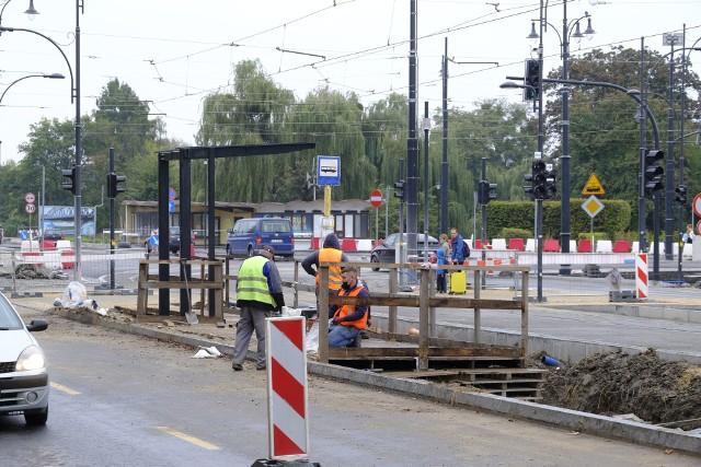 Od poniedziałku 19 października na al. św. Jana Pawła II i Ślimaku Getyńskim w Toruniu zostaną wprowadzone kolejne zmiany w organizacji ruchu