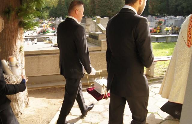 Przywrócenie celebracji pogrzebów z trumną lub urną w kościele lub kaplicy cmentarnej to odpowiedź na liczne postulaty kapłanów i wiernych kierowane do biskupa tarnowskiego
