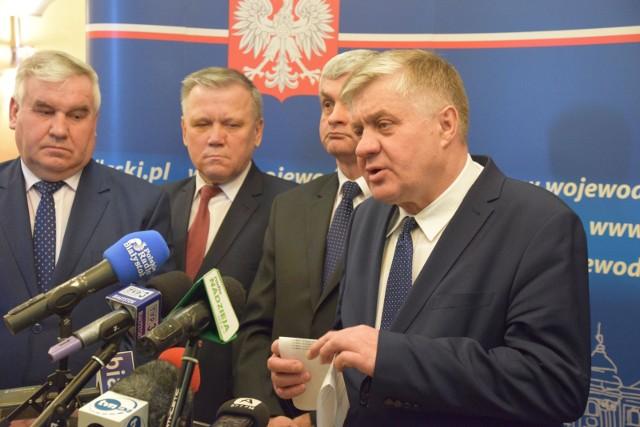Krzysztof Jurgiel, minister rolnictwa (z prawej) mówił m.in. o tym, że resort myśli o nadaniu większych kompetencji izbom rolniczym, które miałyby być rządowo-samorządowe
