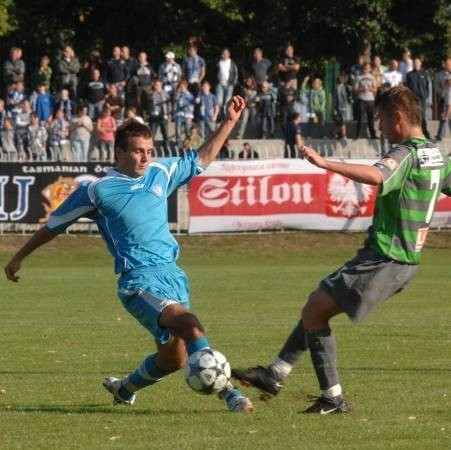 Emilowi Drozdowiczowi przeskok z trzeciej do pierwszej ligi nie przysporzył żadnego kłopotu, bo nadal strzela gole jak na zawołanie