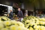 Rząd zapowiada pomoc dla kupców po zamknięciu cmentarzy. Kto może liczyć na wsparcie?