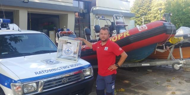 Maciej Dziubich, prezes sopockiego WOPR, zachęca do głosowania w budżecie obywatelskim miasta na nowy samochód ratowniczy dla organizacji