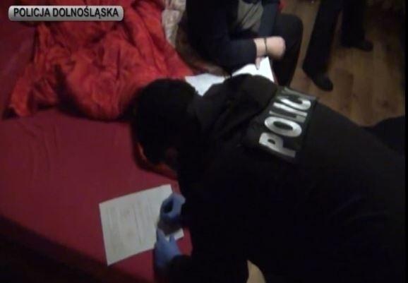 Wrocławska prokuratura zarzuca 81-letniemu mężczyźnie kierowanie gangiem, który m.in. handlował paliwami