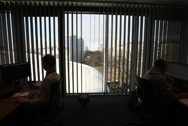 Odpowiedzialność za obszar bezpieczeństwa informacji przypisana jest w blisko połowie badanych firm do dyrektora IT lub dedykowanego pracownika działu IT.