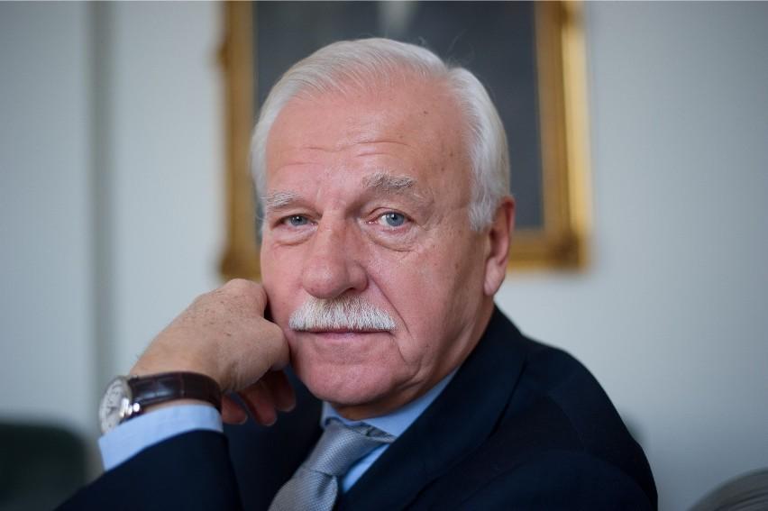 Andrzej Olechowski, polityk, ekonomista. Urodził się 9...