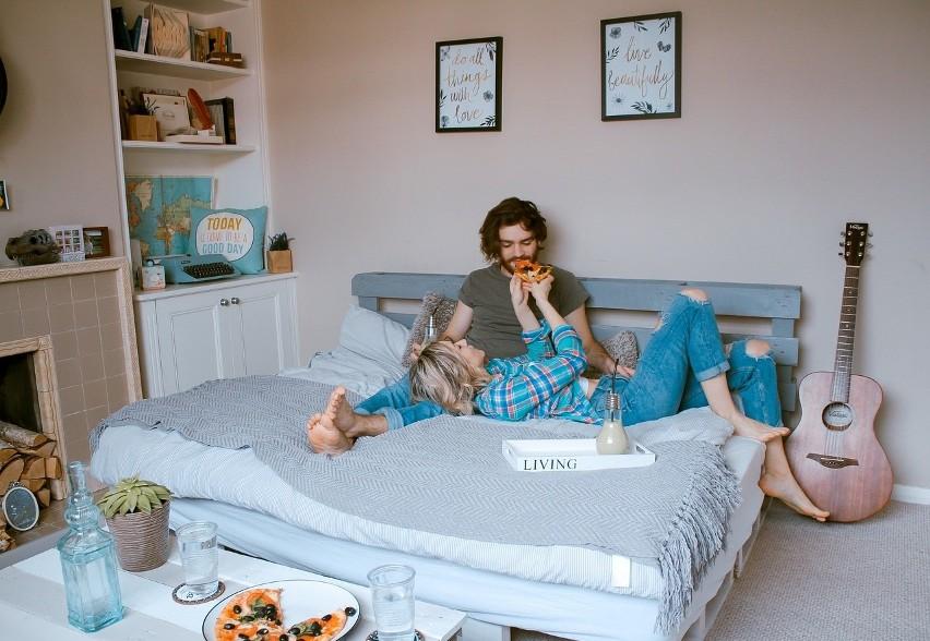 łóżko Z Palet Stylowy Mebel W Twojej Sypialni Jak Zrobić