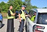 Tarnów. Niecodzienna akcja we wspomnienie św. Krzysztofa. Policjantom podczas kontroli na drodze asystował... ksiądz