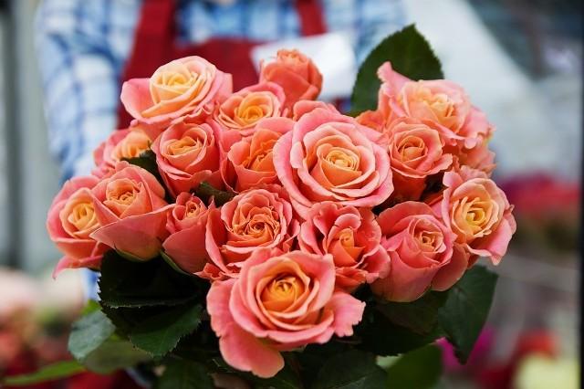 Prezenty na walentynki: piękny bukiet kwiatów