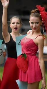 Piękności walczyły w konkursie o tytuł Miss Truskawki