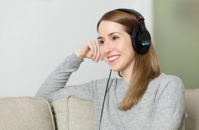 Muzyka może być stosowana jako narzędzie terapeutyczne. Zostało udowodnione, że muzyka może działać relaksująco, dodaje sił witalnych i przywołuje miłe wspomnienia, a nawet zmniejsza odczuwanie bólu.