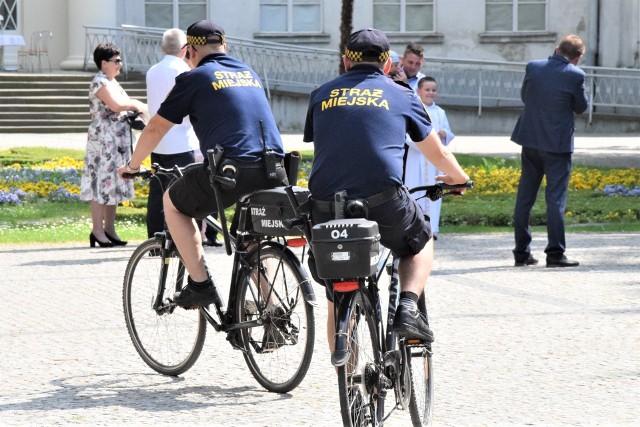 Spośród pracowników samorządu miejskiego na rowery najczęściej wsiadają strażnicy, ale służbowo