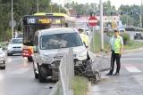 Wypadek przy szpitalu na Borowskiej. Auto wpadło na ogrodzenie [ZDJĘCIA]