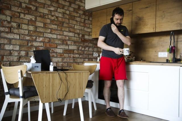 Ośmiu na 10 pracowników zdalnych musi z własnej kieszeni opłacać wyższe rachunki za prąd czy internet