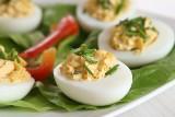 Jajka na Wielkanoc - 77 przepisów. Sprawdź najciekawsze przepisy wielkanocne na świąteczne jajko [LISTA]