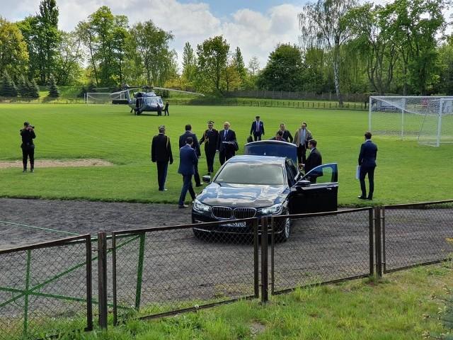 Żeby na murawie boiska w Choszcznie wylądował śmigłowiec z ministrem Joachimem Brudzińskim, choszczeńscy i szczecińscy trampkarze musieli przerwać mecz