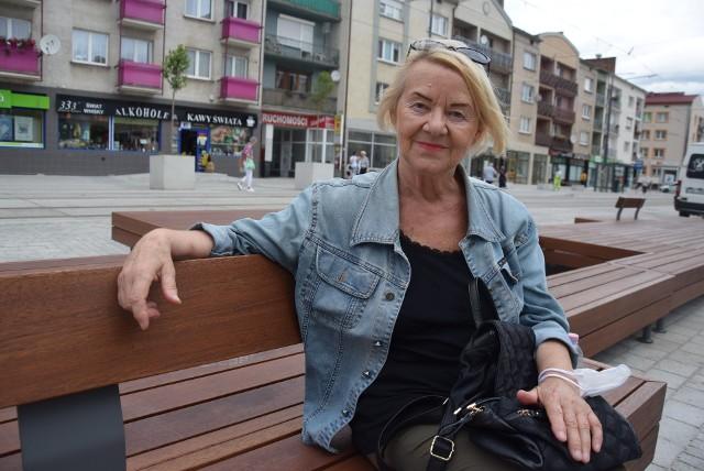 Tak prezentują się ławki na nowym deptaku na ul. Sikorskiego.