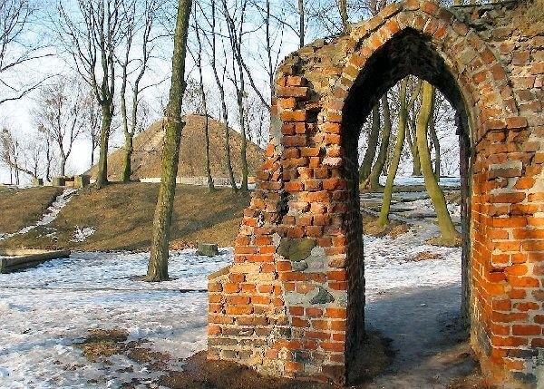 Kopiec na Górze Zamkowej zostanie rozebrany.  Czy w jego miejscu stanie nowa wieża Klimek?