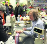 Chętnych do pracy jest coraz mniej, dlatego w sklepach dają podwyżki