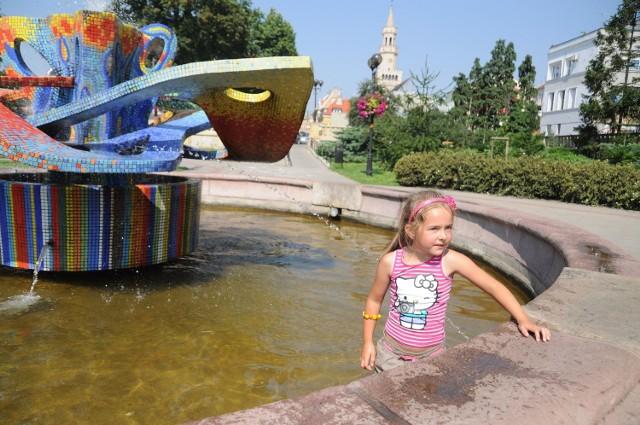 Fontanna na placu Wolności w Opolu.