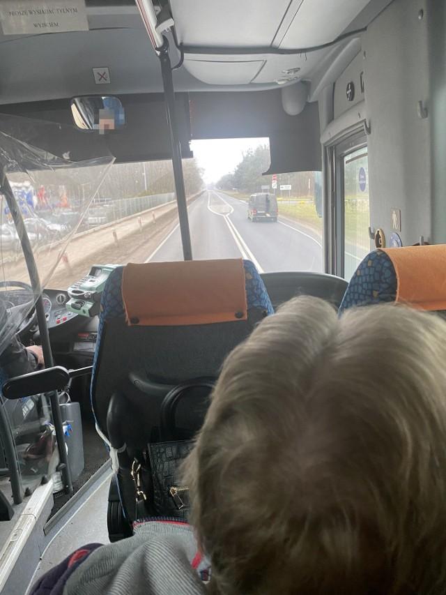Pasażer twierdzi, że włos zjeżył mu się na głowie, kiedy zdał sobie sprawę, że jadą lewą stroną szosy
