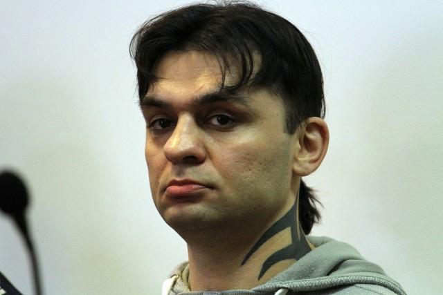 Dawid Kostecki więzienie miał opuścić w 2021 roku. Zdjęcie z rozprawy w Sądzie Okręgowym w Tarnobrzegu (2017 r.)