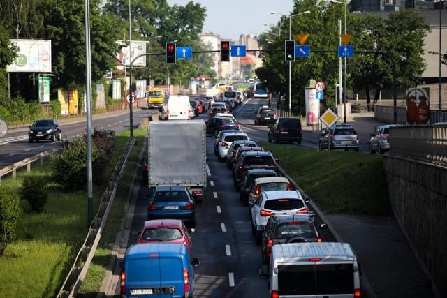 Badania nt. sprowadzania samochodów z zagranicy przeprowadził Instytut Badań Rynku Motoryzacyjnego SAMAR. Zobaczcie najchętniej sprowadzane marki pojazdów do Polski w 2020 roku. Ranking TOP 20 zobaczycie na kolejnych stronach --->