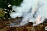 Ogromny pożar w powiecie szamotulskim. 18 zastępów strażaków walczy z ogniem