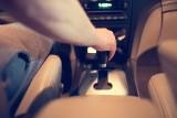 Prowadzisz auto w klapkach lub japonkach? Za to grozi mandat!