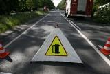 Konin: Wypadek na drodze krajowej 25. Samochód osobowy zahaczył o tył ciężarówki. Na miejscu trwają działania straży pożarnej