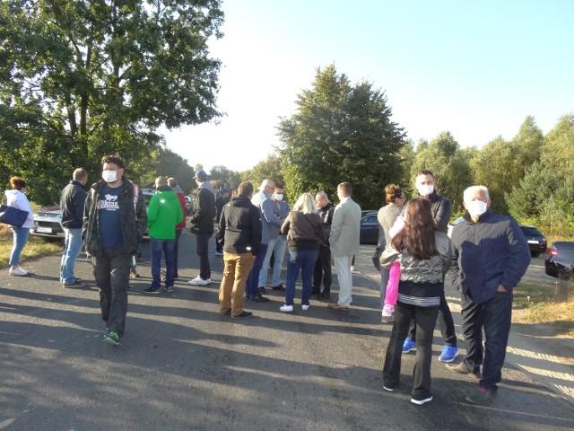 Około 50 osób blokowało w poniedziałek wjazd na składowisko odpadów w Suchym Lesie